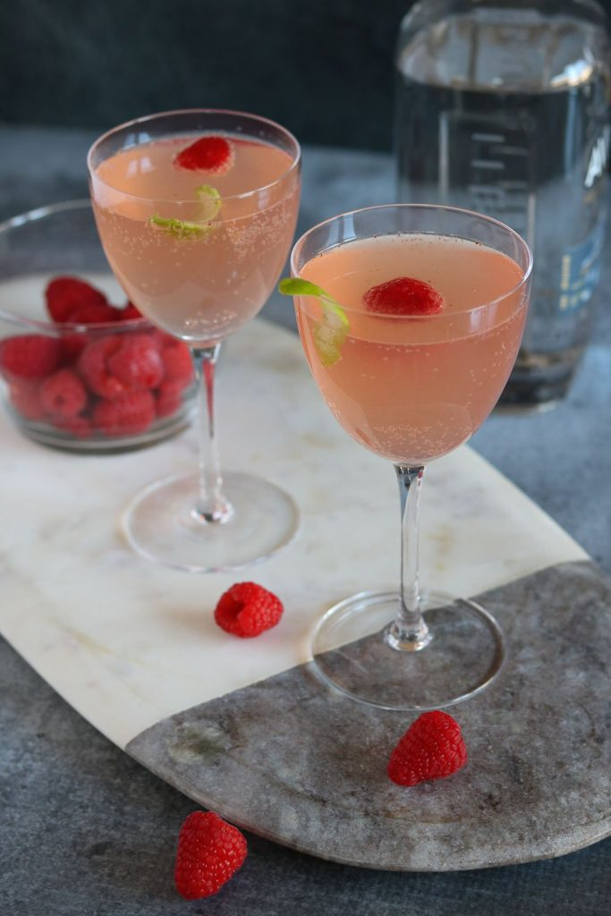 cocktails with raspberries