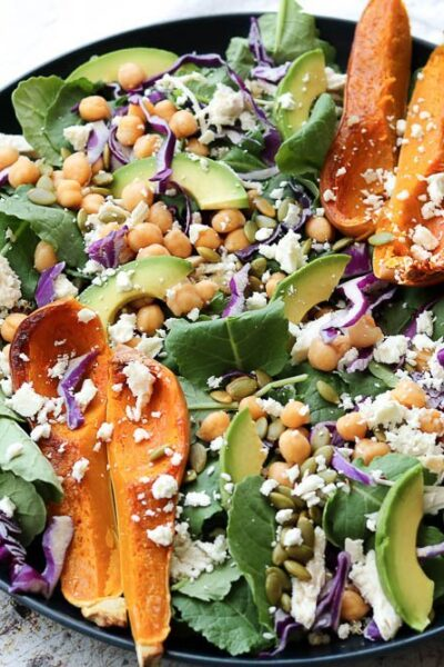 superfood spinach salad with wooden serving set and white napkin